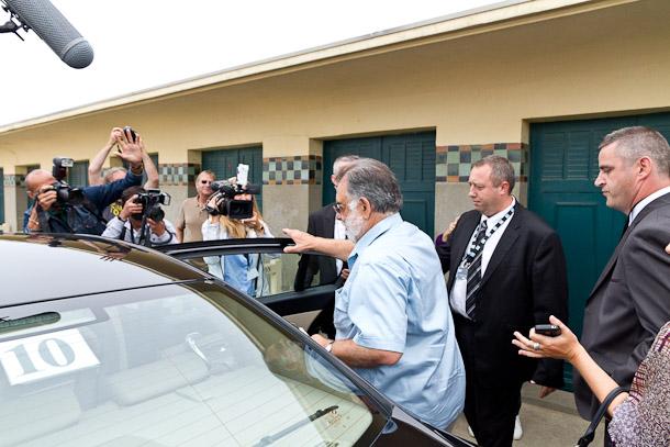Francis Ford Coppola quitte les planches de Deauville, en voiture…