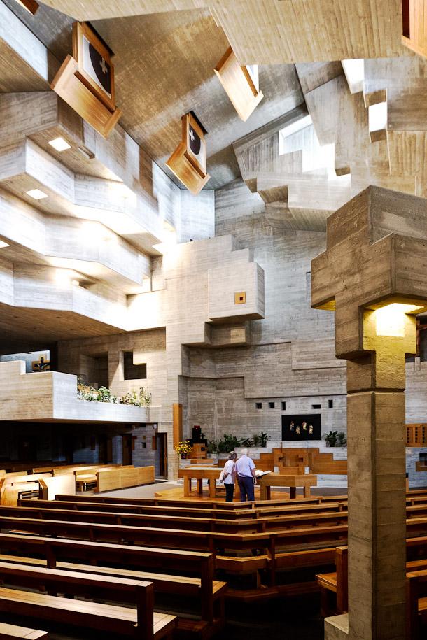 intérieur de l'église d'Hérémence, architecture de Walter Förderer